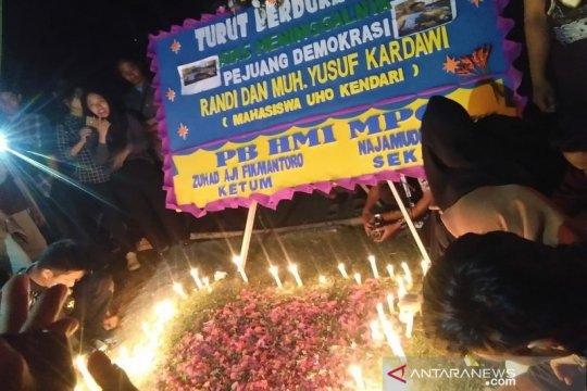 UHO gelar tabur bunga atas gugurnya mahasiswa dalam aksi demo