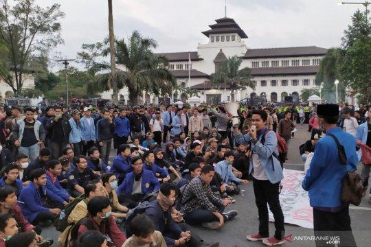 Mahasiswa kembali gelar aksi di depan Gedung Sate