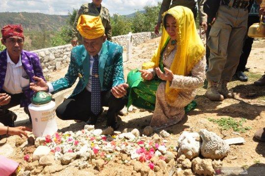 Setahun Bencana Sulteng-Wali Kota Palu ziarah pemakaman masal bencana