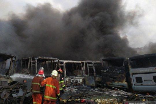 Kemarin, penangkapan Ananda Badudu hingga mobil Transjakarta terbakar