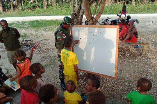 Satgas Pamtas RI-Timor Leste berbagai kebahagiaan anak perbatasan