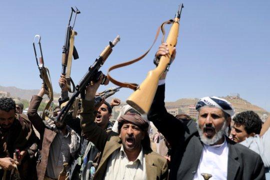 Al Houthi Yaman tembak jatuh pesawat tempur 'pasukan musuh'