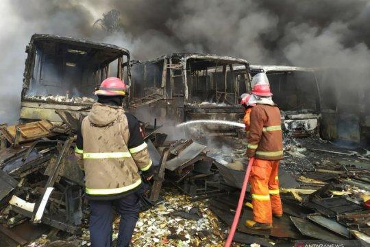 Sebanyak 22 bus bekas Transjakarta terbakar
