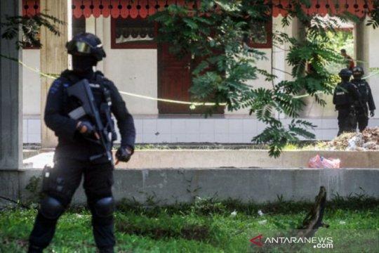 Densus 88 menggeledah tempat tinggal terduga teroris di Bandung