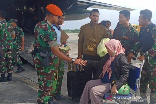 Pesawat Hercules TNI AU angkut 300 pengungsi dari Wamena
