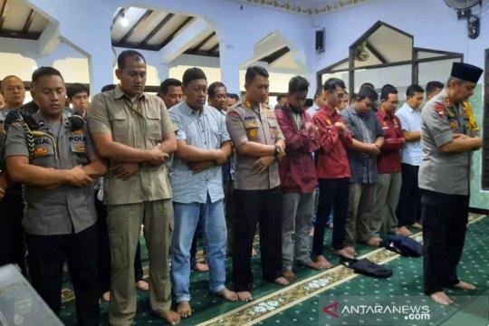 Kapolda Jateng pimpin Shalat Gaib di Mapolresta Surakarta