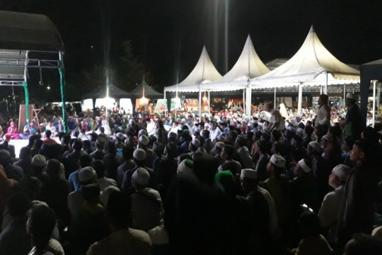 Ribuan umat Islam dzikir akbar setahun gempa di RTH Vatulemo