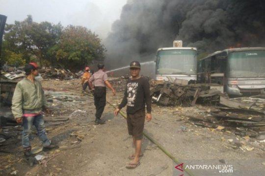 20 bus TransJakarta tidak beroperasi terbakar di Pamulang