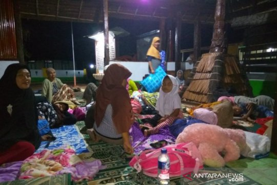 Takut gempa susulan, warga Kaitetu bermalam di Masjid kuno Wapauwe