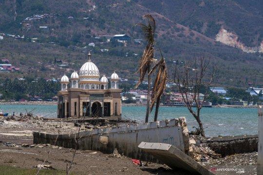 Kondisi Pantai Teluk Palu setahun setelah diterjang tsunami