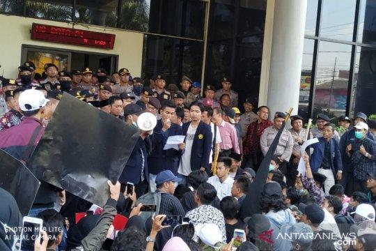 BEM Unej sepakati pertemuan mahasiswa dengan Jokowi harus terbuka