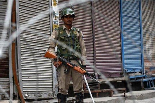 Pembatasan diberlakukan kembali setelah protes Sabtu malam di Kashmir