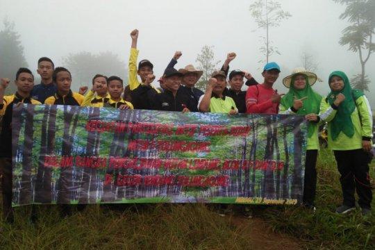 Lereng Gunung Wilis dihijaukan ratusan siswa madrasah di Tulungagung