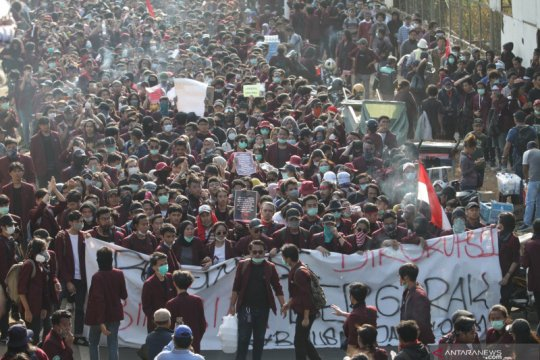 Ada massa bayaran pada unjuk rasa di Gedung DPR/MPR