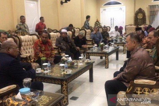Gubernur Lukas temui Wagub Sumbar bahas kerusuhan Wamena
