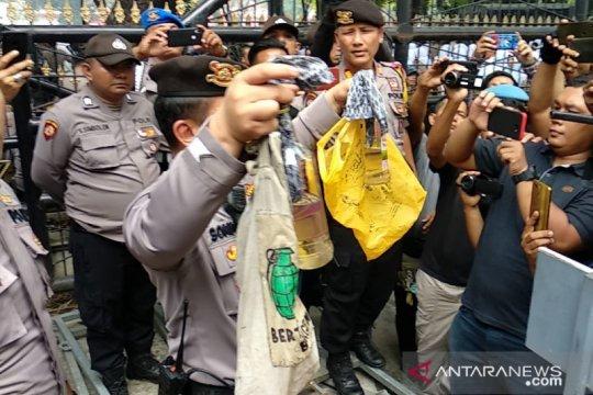 Polisi amankan empat pelajar terindikasi narkoba saat demo di Medan