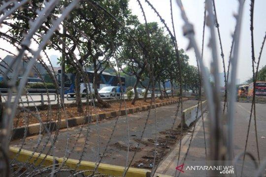 232 polisi jaga lalu-lintas di depan Gerbang DPR selama demonstrasi