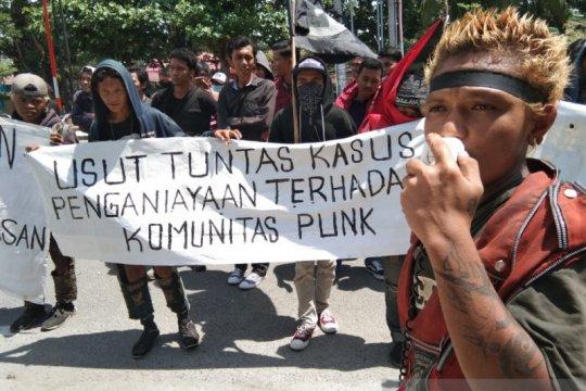 Anak punk Palu unjuk rasa protes penganiayaan yang dilakukan Satpol PP