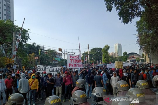 Demonstrasi DPR, PT KAI tempatkan petugas amankan jalur KRL