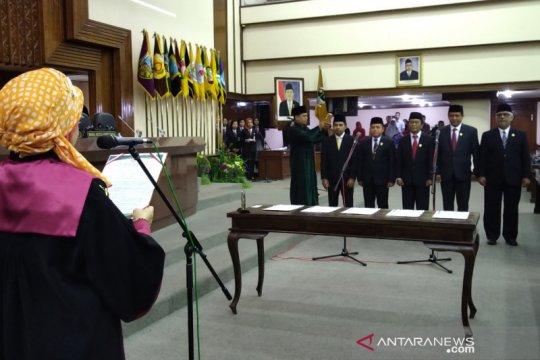 Ganjar ajak anggota DPRD Jateng mencermati situasi politik