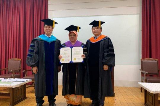 Risma dianugerahi Doktor Honoris Causa di Tongmyong Univercity Korsel