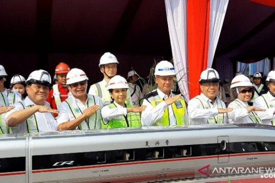Menteri BUMN resmikan pemasangan girder pertama kereta cepat