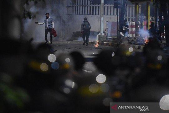 Polisi kerahkan lima barracuda bubarkan massa di Pejompongan