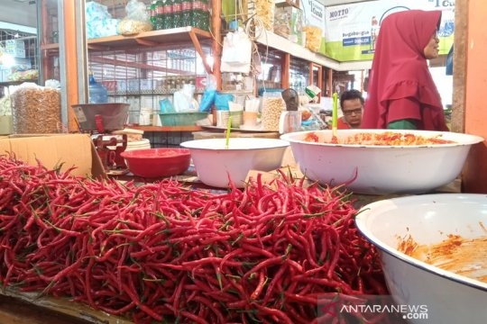 Penurunan harga cabai dorong deflasi di Padang pada September