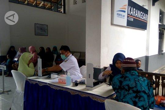 Ratusan warga Banyumas ikuti pengobatan gratis di Rail Clinic