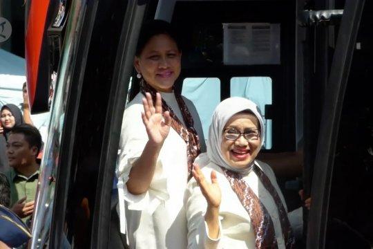 Motif wayang pilihan Ibu Negara Iriana