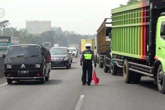 Kendaraan besar dilarang sementara melewati Tol Cipularang