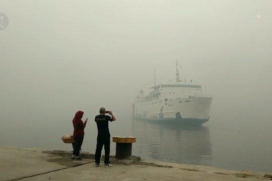 Kapal laut andalkan radar saat asap pekat