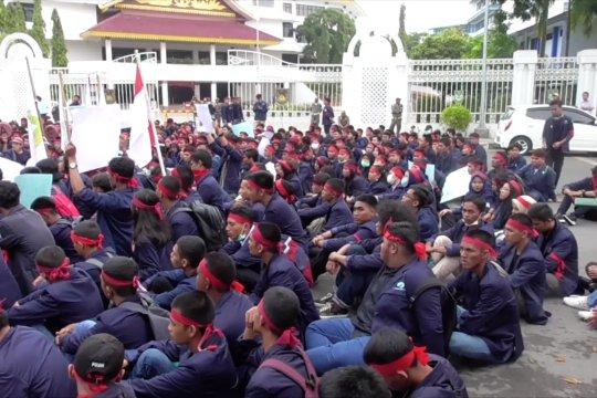 Aksi damai menolak dan mendukung Revisi UU KPK di Batam