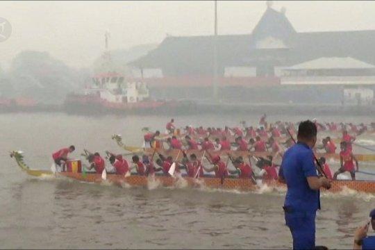 Lomba Dragon Boat di Sungai Kapuas