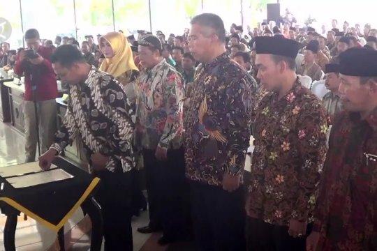 565 calon kades di Batang deklarasi damai