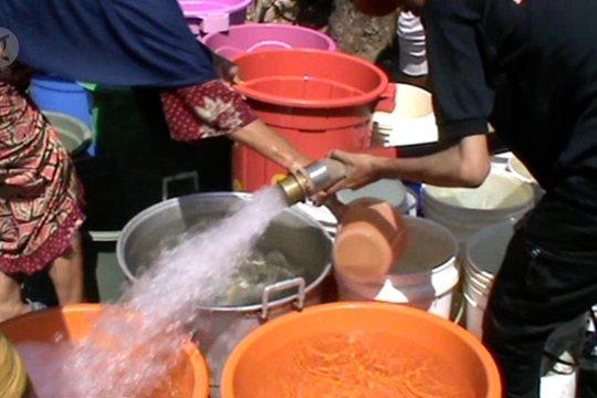 Distribusi air bersih bagi warga terdampak kekeringan
