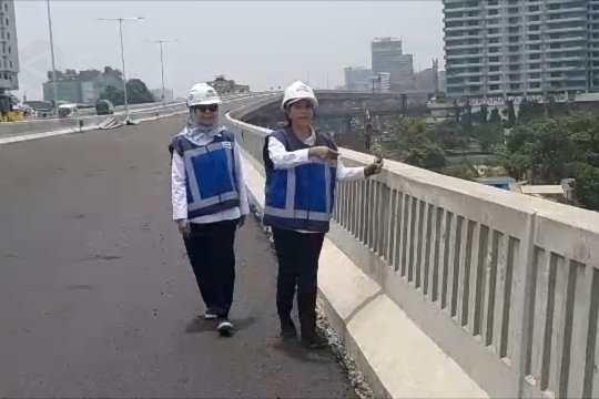 Menteri Rini tinjau pembangunan tol layang Japek II