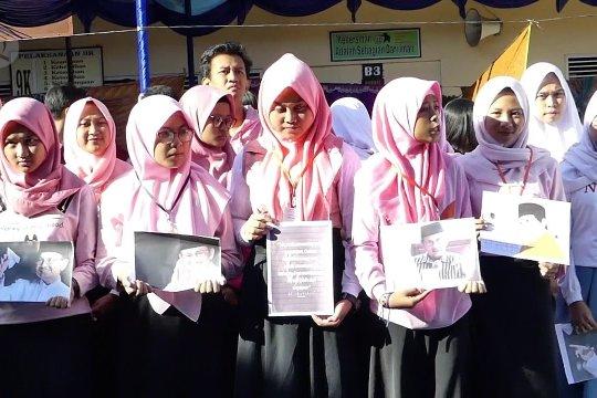 Habibie Wafat - Pelajar Temanggung gelar doa kenang BJ Habibie