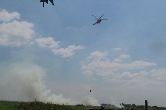 Lima helikopter water bombing berupaya padamkan karhutla di Kalsel