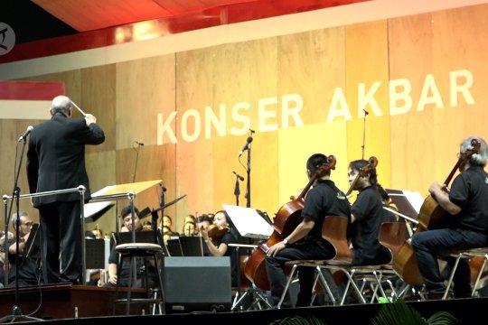 Menikmati alunan musik klasik di Monas