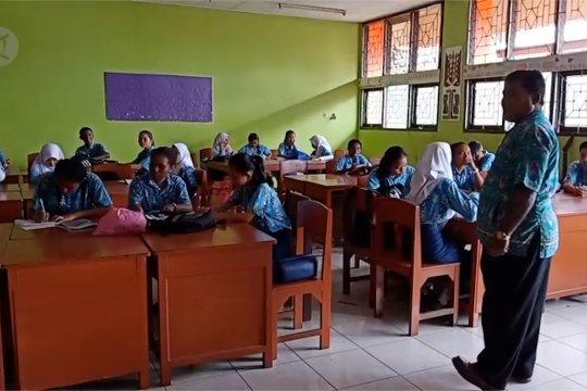 Pelajar Jayapura kembali bersekolah