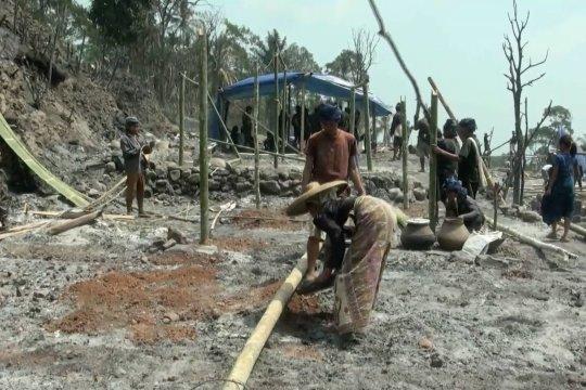 Warga suku Baduy dirikan hunian sementara secara swadaya