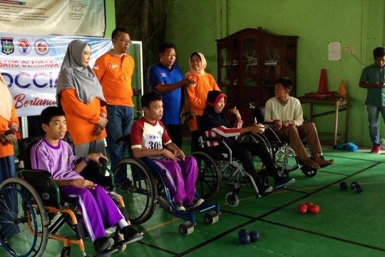 Atlet penyandang disabilitas berlatih Boccia bersama Gubernur NTB