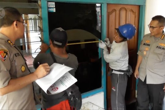 Perbaikan  rumah rusak akibat ledakan gudang Mako Brimob