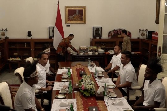 Presiden ajak warga Yapen dan Nduga Papua makan siang di istana