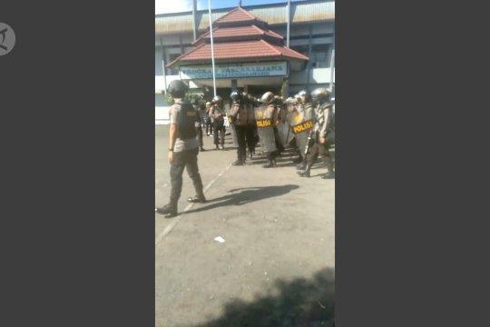 Aparat siaga aksi demo mahasiswa Uncen