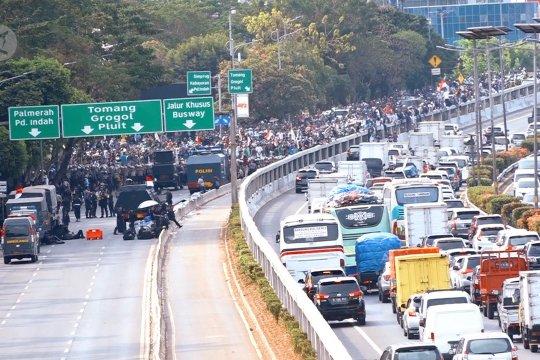 Massa demonstrasi mulai berdatangan ke DPR RI