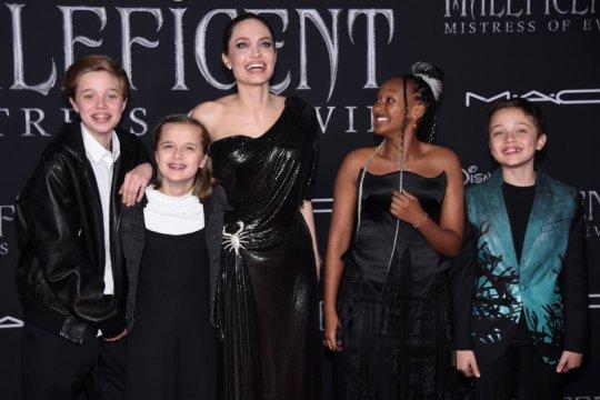 """Angelina Jolie ditemani anak-anaknya di premier """"Maleficent"""""""