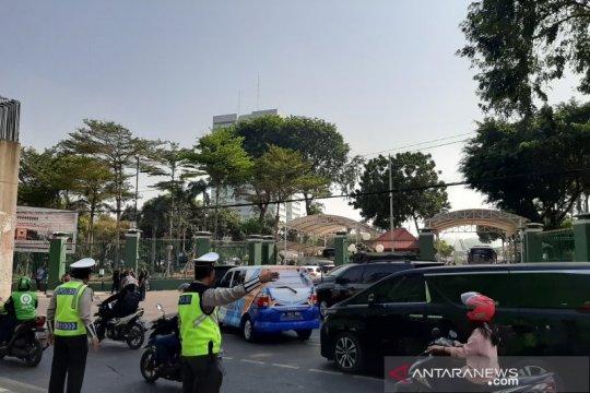 Pelantikan DPR, situasi Jalan Gelora padat dengan kendaraan tamu