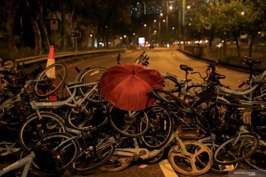 Di Hong Kong, pemrotes bidik tempat usaha China dan pro-Beijing